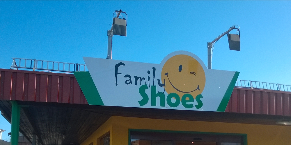 Schild - Family Shoes